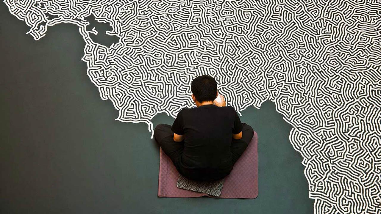 Motoi Yamamoto making artwork